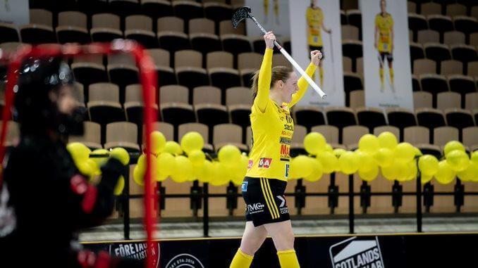 Stephanie Boberg jubler for scoringen som sørget for at hun ble matchvinner i kveld. Foto: Magnus C. Lydahl