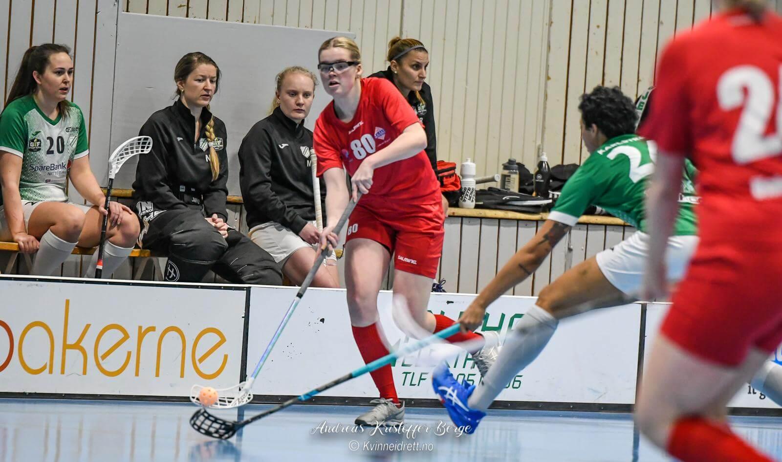 Bertine Aas Hansen så ut å bli matchvinner mot Gjelleråsen, men det ville seg ikke for Sveiva i kveld. Foto: Andreas Kristoffer Berge